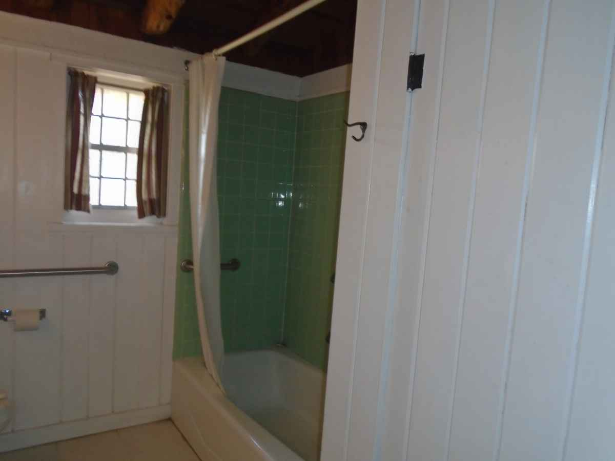 The bathroom in Cabin 14.