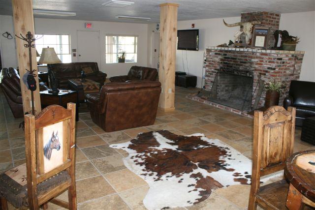 Sauceda Lodge Bunkhouse living area.