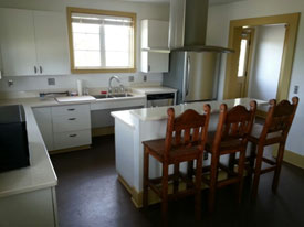An other view of the kitchen.