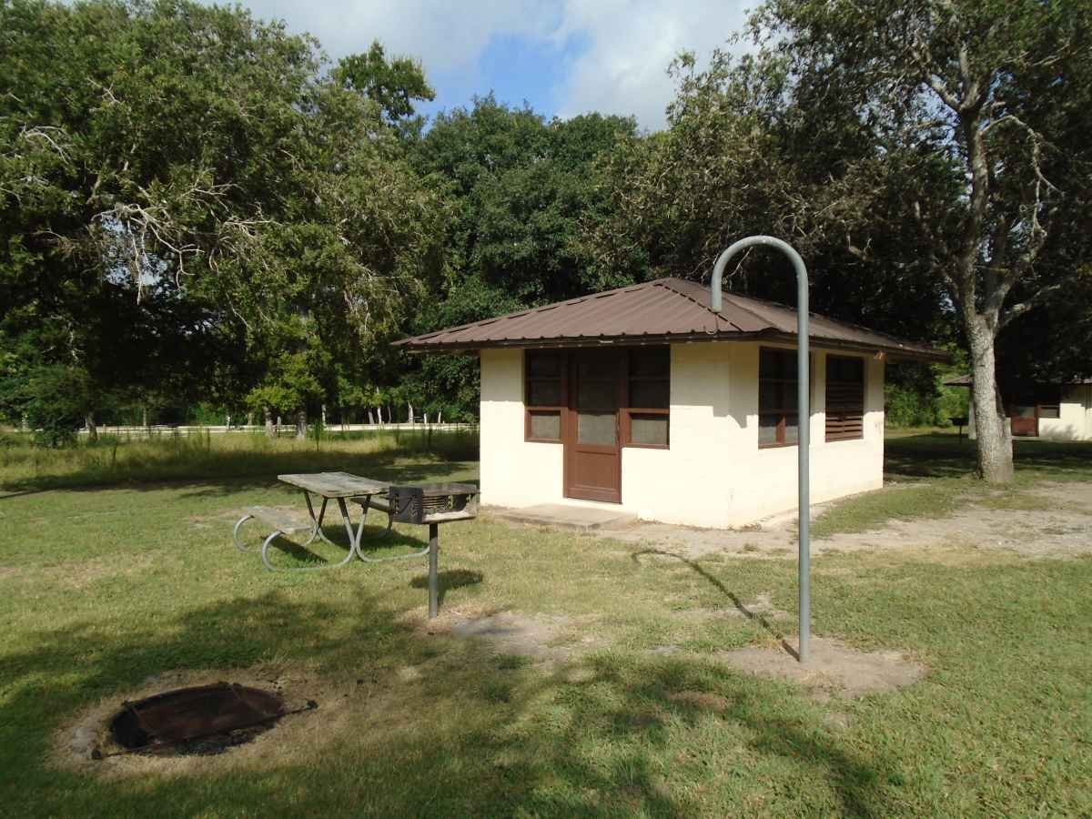 Goliad State Park Amp Historic Site Screened Shelters