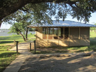 A wheelchair accessible Screened Shelter at Lake Brownwood State Park.