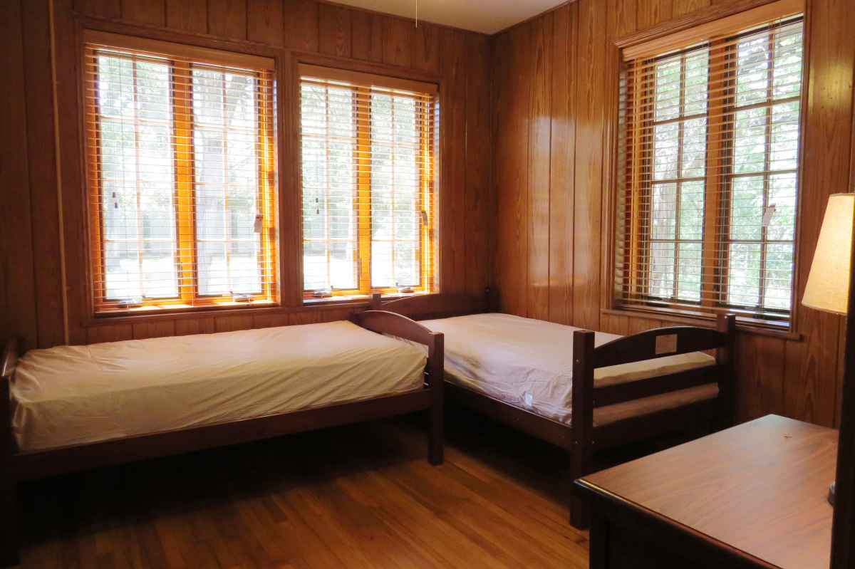 The cabin has four bedrooms; one has two twin beds.