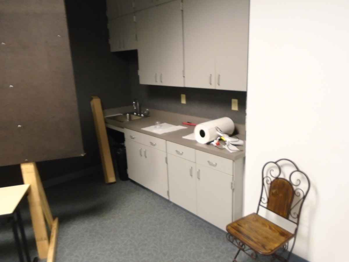 The sink and counter top area of the Meeting Room can be set up in different ways.